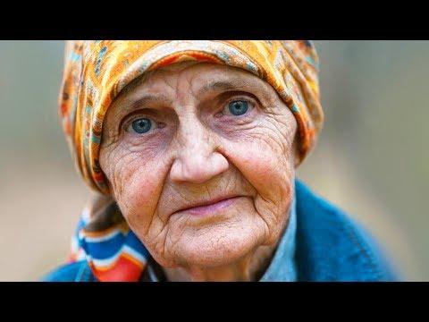 Старушка просила помощи у своих детей, но те всё время отмахивались от неё. Ей было стыдно.