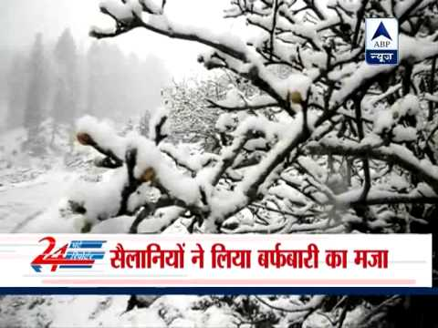 Heavy snowfall blocks Srinagar-Jammu national highway