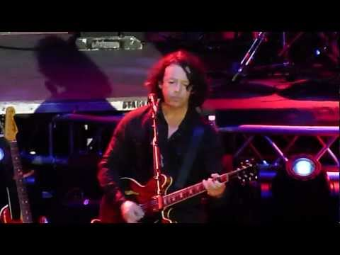 Billie Jean - Roland Orzabal of Tears for Fears, Live in Manila [HD]