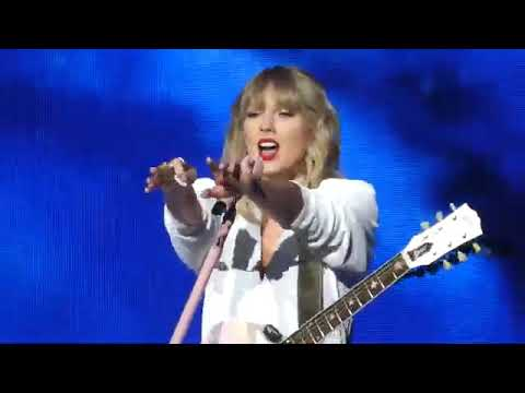 taylor-swift---lover-performance-at-jingle-ball-bell-2019