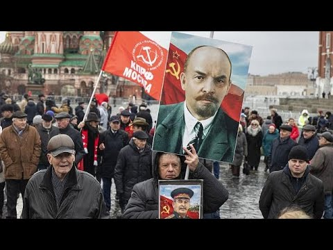 Russians pay respect to Vladimir Lenin, Soviet Union's first leader [No Comment]
