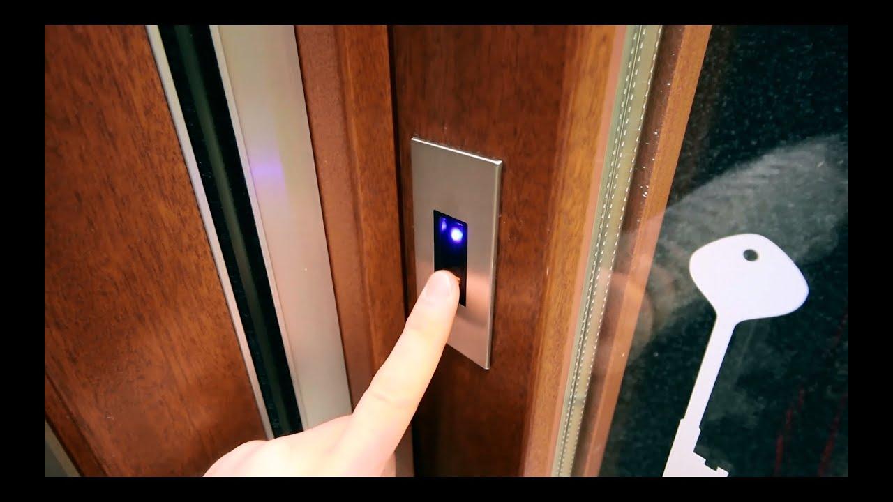 Serratura automatizzata con lettore biometrico dimpronte