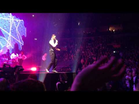 "Justin Timberlake 20/20 Experience World Tour, St. Louis, November 19, 2013- ""Strawberry Bubblegum"""