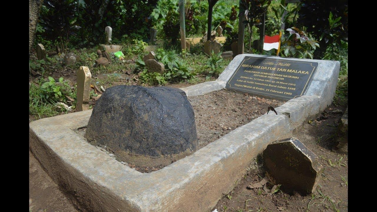 Prosesi penjemputan makam Tan Malaka dari Kediri ke ...