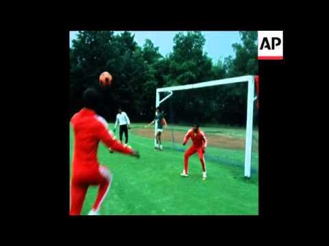 SYND 29 6 75 SAUDI ARABIAN FOOTBALL TEAM TRAIN