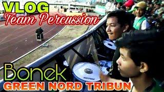 Yukk Ngintip Kompaknya Tim Perkusi di Tribun Green Nord Persebaya vs Pusamania Borneo FC