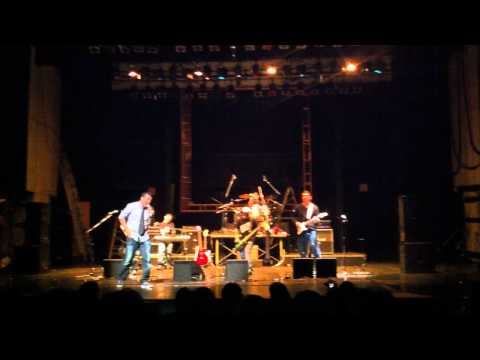 Apuntando a Null - La chica dinners - Teatro Jorge Isaacs (En vivo)