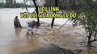 Người Đà Nẵng LIỀU LĨNH RA SÔNG VỚT CỦI giữa con nước cuồn cuồn
