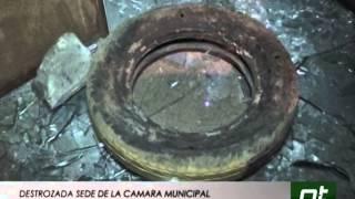 DESTROZADA SEDE DE LA CÁMARA MUNICIPAL DE ALBERTO ADRIANI