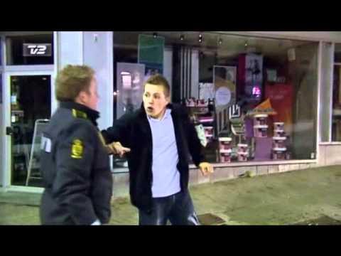 Station 2 Politirapporten - Emil passer på veninden!