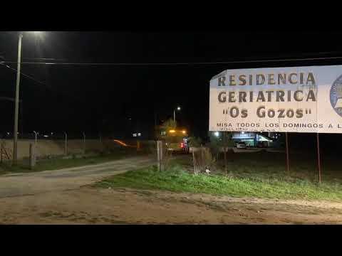 Una ambulancia acude al geriátrico 'Os Gozos' para trasladar un paciente al hospital de Ourense