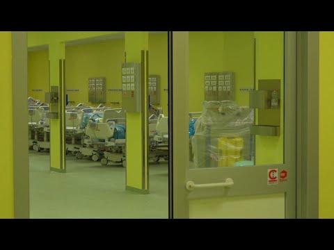 Coronavirus, dentro il nuovo reparto del San Raffaele di Milano: i lavori di allestimento