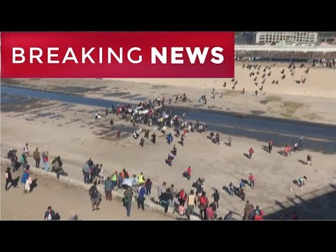 BREAKING: Migrants Rushing The American and Mexican Border