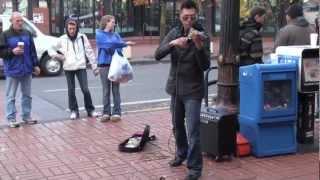 Уличный скрипач Cупер игра (Train & Beyonce).mp4(, 2012-11-29T19:23:41.000Z)