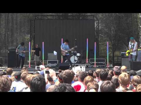 Anamanaguchi - Airbrushed live @ Lollapalooza 2012 [HD]