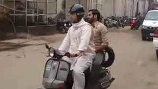 Aamir Khan rides Bajaj Scooter during Dangal's Shooting in Ludhiana | Making of DANGAL