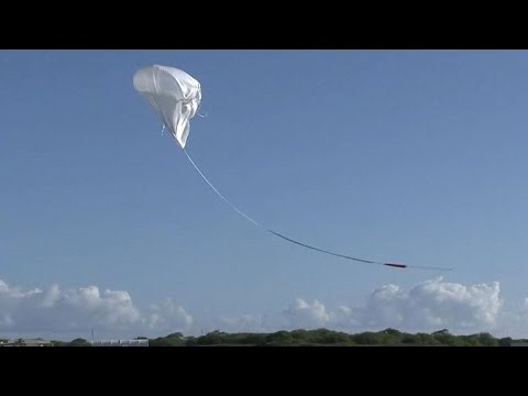 "NASA test launches ""flying saucer"" for Mars mission"