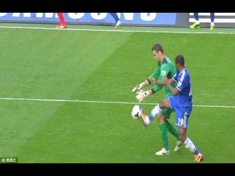 Chelsea vs Schalke HD: Samuel Eto'o Vs GoalKeeper - Ridiculous Challenge - 06.11.2013