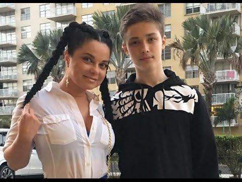 фото сына королевой и тарзана