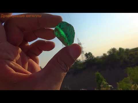 Камень называется зелёный изумруд