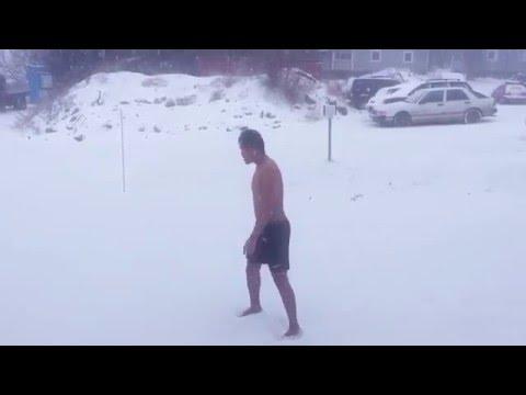 คลิปโป้ แก้ผ้าเล่นหิมะ