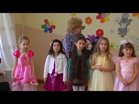 Эпизод утренника 8 марта: Гость Карлсончик. Частушки. Стихи про бабушек.