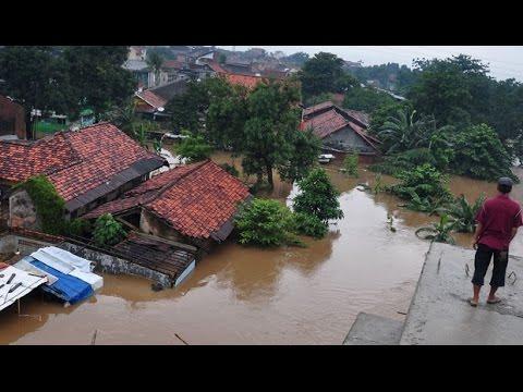 Detik-Detik Sungai Kali Cimanuk indramayu Meluap 2015