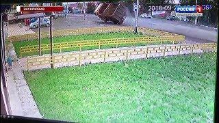 Эксклюзивное видео «Вестей»: момент страшной аварии в Михайловке попал в кадр