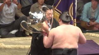 照ノ富士関の初優勝表彰式の模様です。