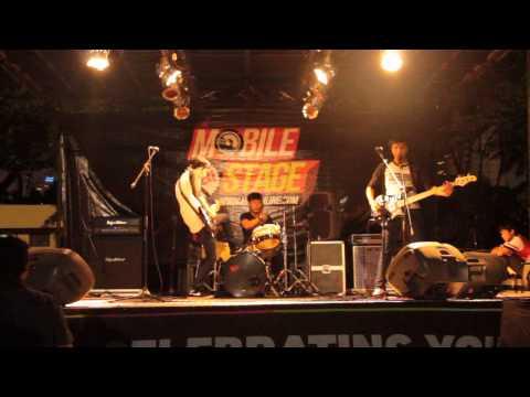 BMPX - Lupakan Pacarmu Ingatlah Skateboardmu Live at Jakcloth 2012 Hai Mobile Stage