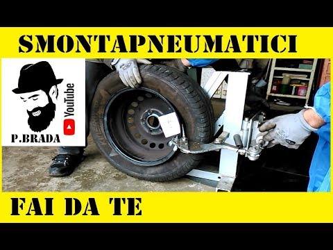 Come cambiare un pneumatico su un cerchione