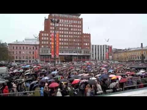 Barn av regnbuen på Youngstorget - 40.000 sang med Lillebjørn Nilsen