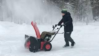 видео Как правильно очистить снег возле дома