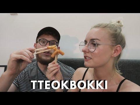 COOKING AND EATING TTEOKBOKKI! (RICE CAKES)