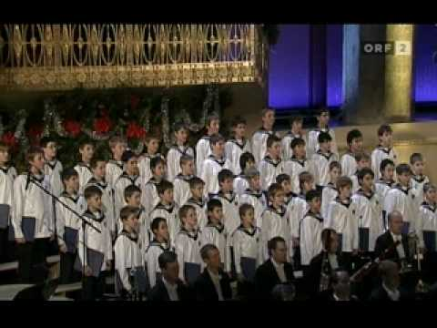 Vienna Boys Choir: Still, Still weil's Kindlein schlafen...