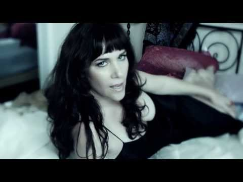 Amanda Abizaid - Be In Love Again (Official Video) letöltés