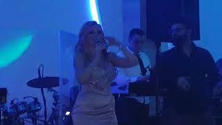 Jelena Kostov razgalila publiku na dočeku Nove godine