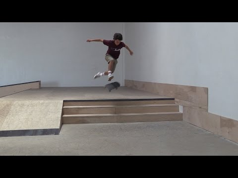 360 FLIP THE 3 STAIR LIVE SKATE SUPPORT