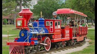 kırmızı trene bindik bugün çok eğlenceliydi.  Toy train boarded up