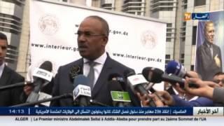 وزارة الداخلية : نور الدين بدوي يسلم أول بطاقة تعريف وطنية بيومترية