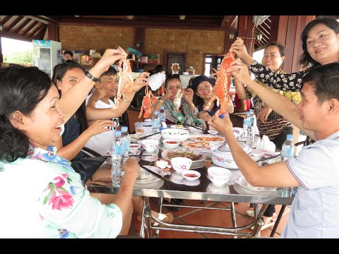 Lunch at Dara Sakor Beach - Beach Seafood Restaurant - Koh Kong province