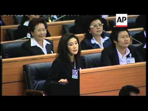 Yingluck arrives for vote; lawmakers declare her PM