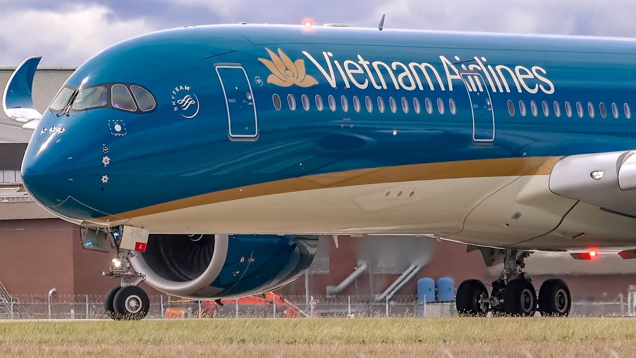 19 SUPERB Landings & Take offs | A380 A350 B747 B777 B787 | Melbourne Airport Plane Spotting