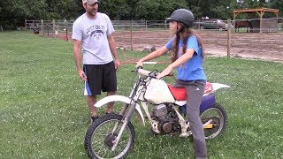 Mya Drives A Clutch Motorcycle For The First Time - Honda XR80R