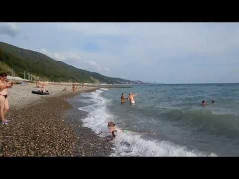 Волнение моря в удовольствие. Пляж в поселке Аше, лазаревского района.  Август 2013