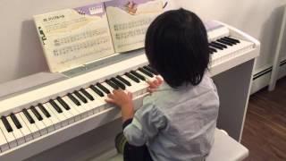 5歳息子のピアノ練習です。河合音楽教室「サウンドツリー1B」より、「...