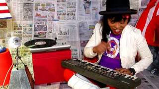 """N'Dea Davenport of The Brand New Heavies records  """"All Fired Up """" on Blue Mic at F22STUDIO"""