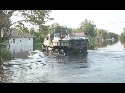 Marines Truck WaterTo Texas Flood Victims