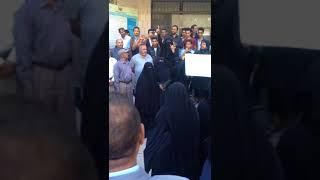 شاهد بالفيديو | وقفة احتجاجية لمدراء المدارس في أمانة العاصمة صنعاء تؤكد استمرار الإضراب حتى صرف المرتبات