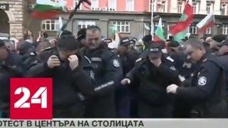 Болгарские полицейские распылили газ против ветра - Россия 24